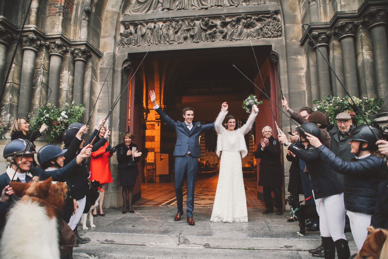 sortie eglise mariage cavalier