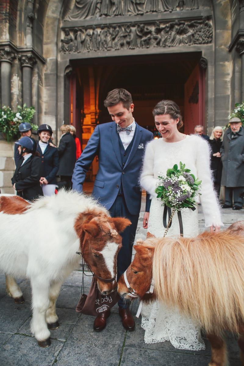 sortie eglise mariage cheval
