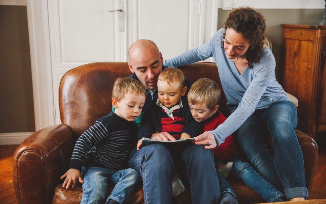 Une séance famille à la maison pendant les fêtes